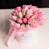 Cutie de Lux Mică cu Lalele Roz