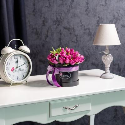 Cutie de Lux Mică cu Lalele Violete