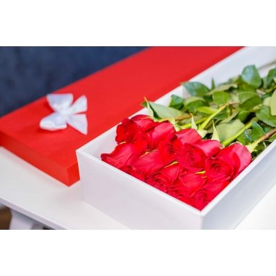 Trandafiri Roșii în Cutie (15 buc)