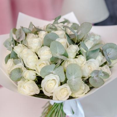 51 Trandafiri Albi în Hârtie