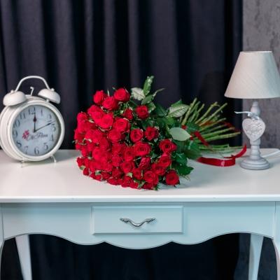 51 Trandafiri Roșii