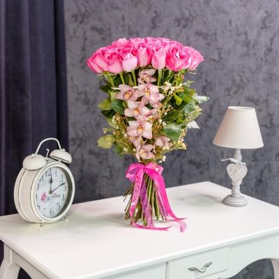 Buchet din Trandafiri și Orhidee