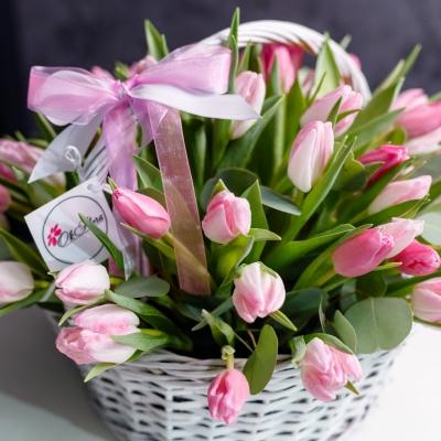 Lalele Roz în Coș