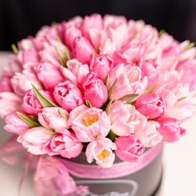 Cutie de Lux Medie cu Lalele Roz