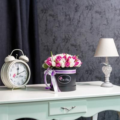 Cutie de Lux Medie cu Lalele Alb-Violet
