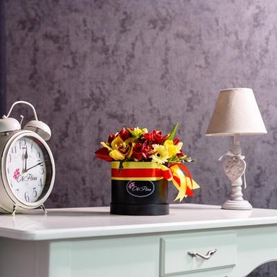 Cutie Mică Neagră cu Flori Rosu-Galben