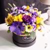 Cutie de Lux Medie Neagră cu Flori Mixte