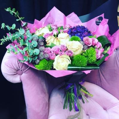 Buchet din Hortensia și Trandafiri