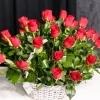 25 Trandafiri Roșii în coș