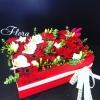 Cutie elegantă alb-roșie