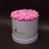 17 Trandafiri Criogenați Roz în Cutie de Lux Mare Albă