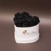 9 Trandafiri Criogenați Negri în Inimă Albă