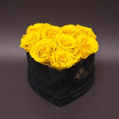 9 Trandafiri Criogenați Galbeni în Inimă de Catifea