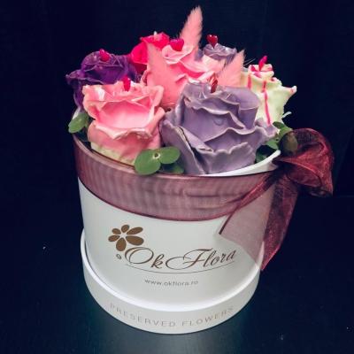 Trandafiri Glazurați cu Ciocolată în Cutie de Lux
