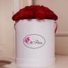 Trandafiri Roșii în Cutie de Lux Medie