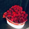 Inimă Albă cu 25 Trandafiri Roșii