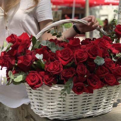 Coș cu 75 Trandafiri Roșii