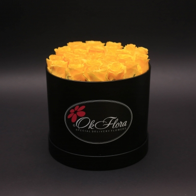 Cutie Medie Neagră cu Trandafiri Galbeni