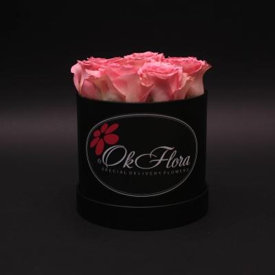 Cutie Mică Neagră cu Trandafiri Roz