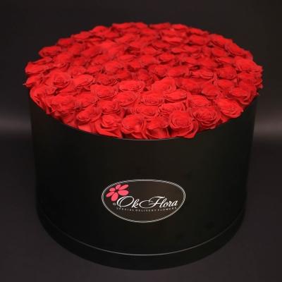 Cutie Neagră cu 101 Trandafiri Roșii