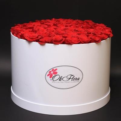 Cutie Albă cu 51 Trandafiri Roșii