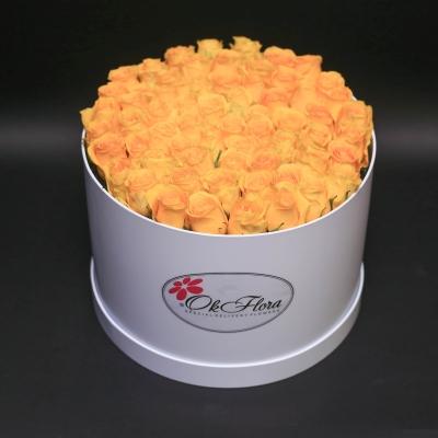 Cutie Albă cu 101 Trandafiri Galbeni