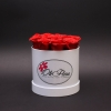 Cutie Medie Albă cu Trandafiri Roșii