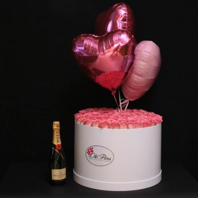Set Cutie cu 51 Trandafiri Roz, 3 Inimi cu Heliu și Moet Chandon
