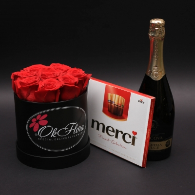 Set Cutie cu Trandafiri, Ciocolate Merci și Spumant Lacrima Dulce