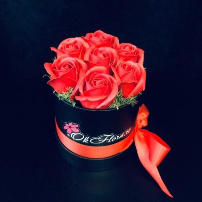 Cutie cu 7 Trandafiri de Săpun Roșii