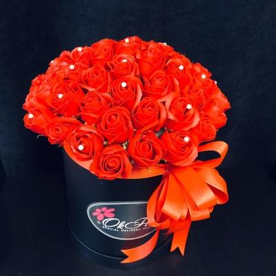 Trandafiri de Săpun Roșii în Cutie Neagră