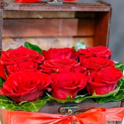 Mini Lădiță cu Trandafiri Rosii