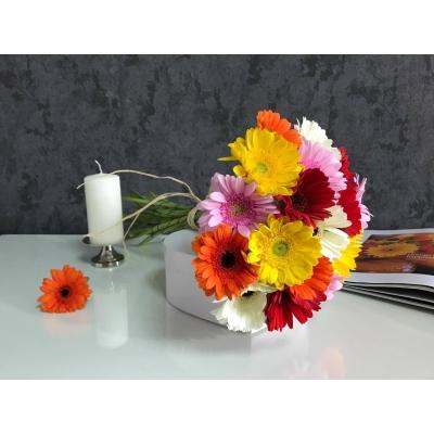 Buchet din 19 gerbere multicolore