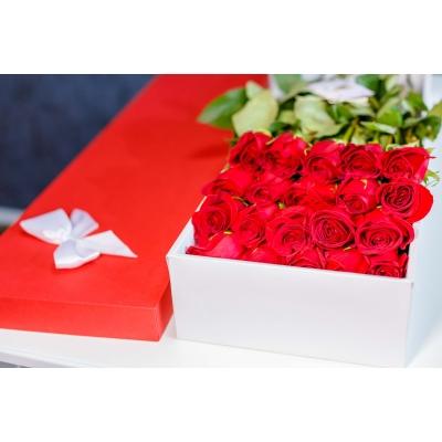 Trandafiri Roșii în Cutie (25 buc)